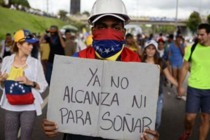 Fijan salario mínimo en Venezuela en 7,6 dólares mensual por debajo de la línea de pobreza