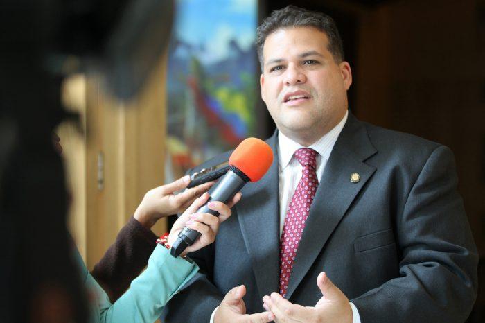 Otro diputado huye de Venezuela: Franco Casella abandonó la Embajada mexicana