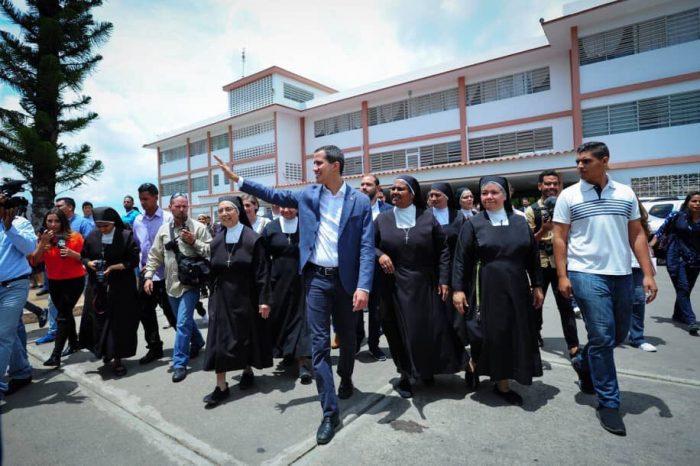 Guaidó entregó ayuda humanitaria en Los Teques