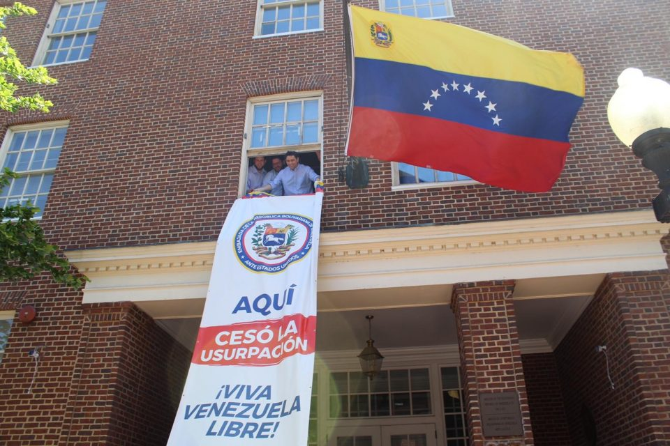 Carlos Vecchio tomó control de la embajada de Venezuela en EEUU