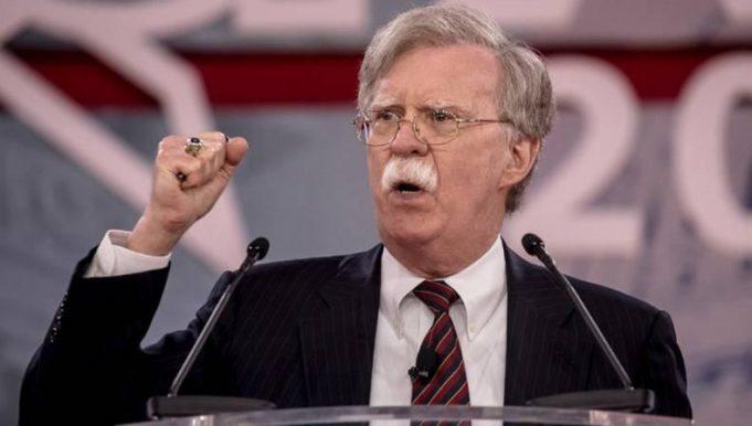 "John Bolton le dice a Padrino López: ""No te dejes arrastrar por un dictador"""
