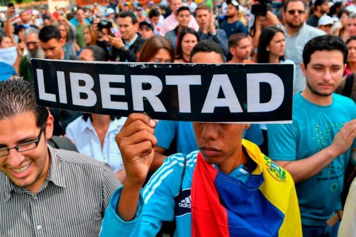Víctimas del régimen protestan para mostrar realidad de Venezuela a Bachelet