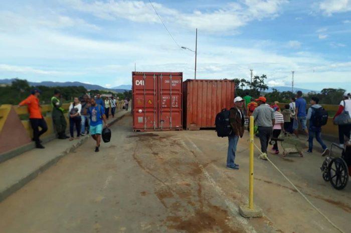 Régimen movió un poco los obstáculos del paso fronterizo con Colombia