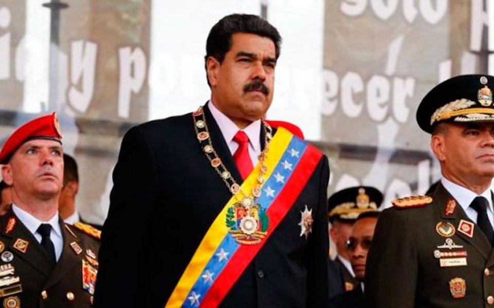 """Maduro señala a Iván Duque de """"patiquín"""" por hablar de la Fanb"""
