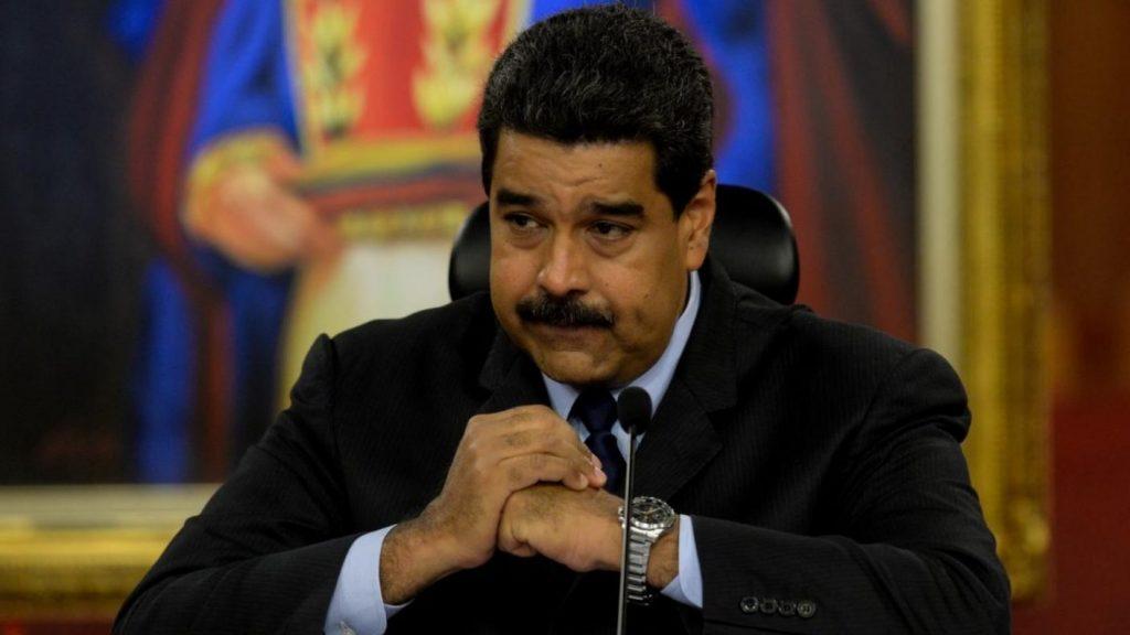 """Maduro ruega la lealtad a sus soldados en medio de """"amenazas"""" de EEUU"""