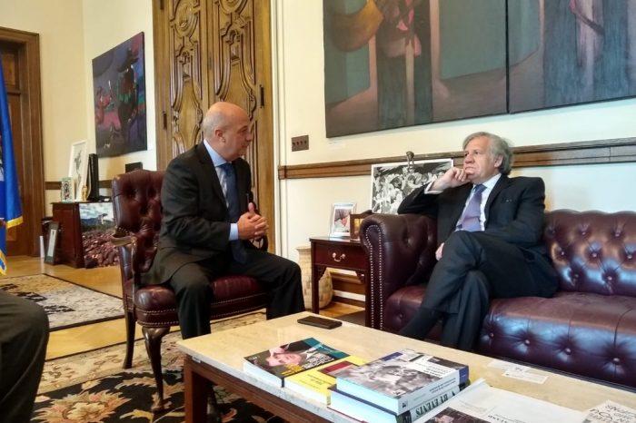 Simonovis y Almagro conversaron sobre crisis de Venezuela