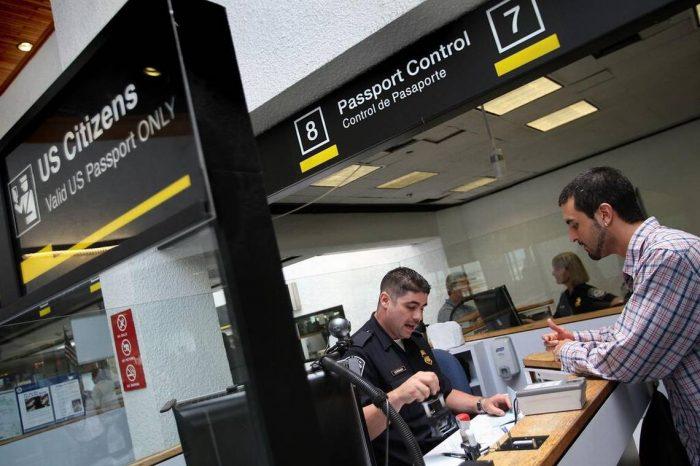 Normativa migratoria de EEUU busca que los extranjeros no sean una carga pública