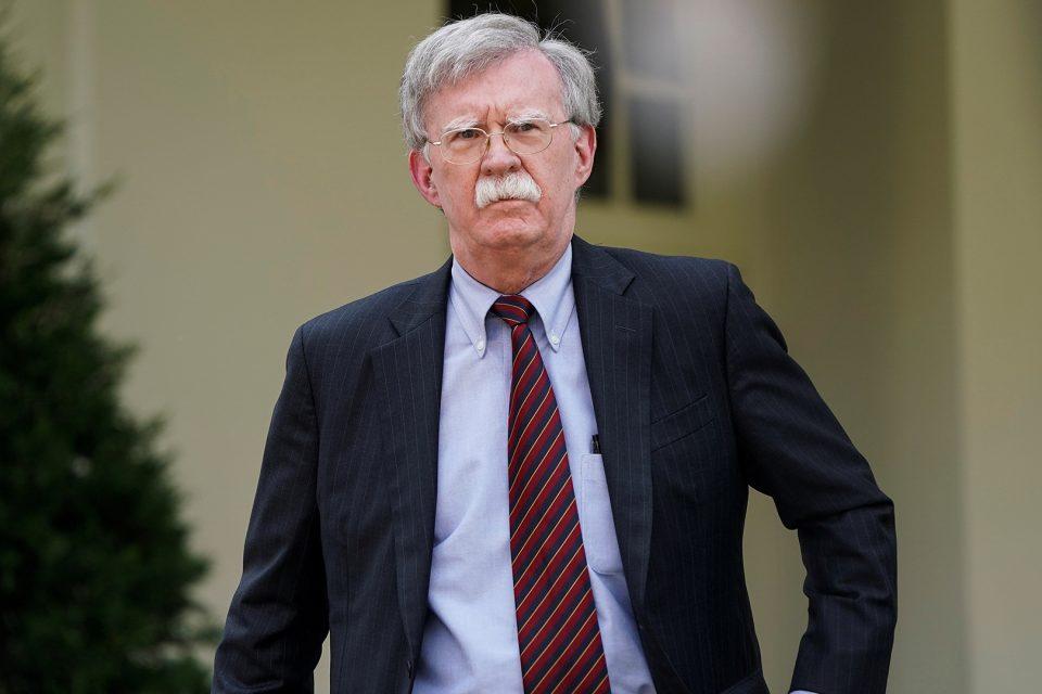 Bolton reiteró advertencia a empresas que intenten hacer negocios con Maduro