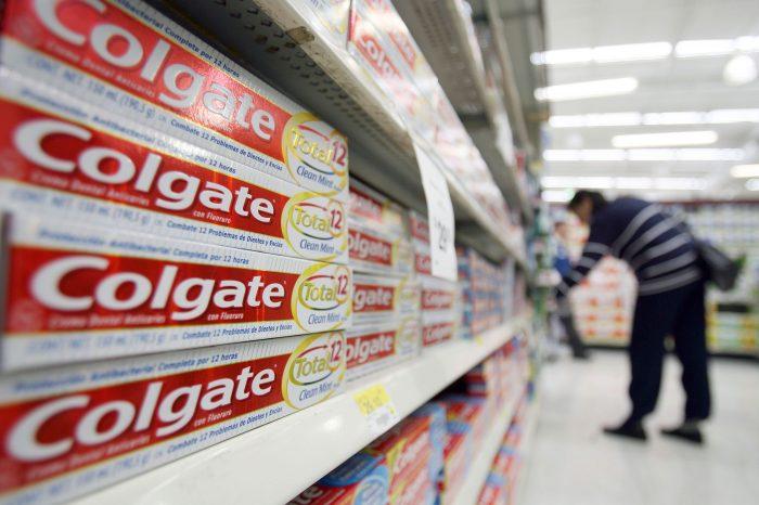 """Cremas dentales falsificadas """"Colgate"""" representan riesgo para la salud en Venezuela"""