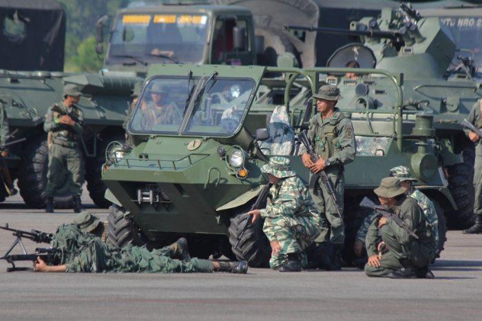 Este es el armamento que Maduro ostenta en los ejercicios militares fronterizos