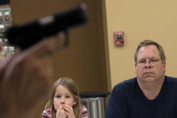 Profesores en Florida darán clases armados