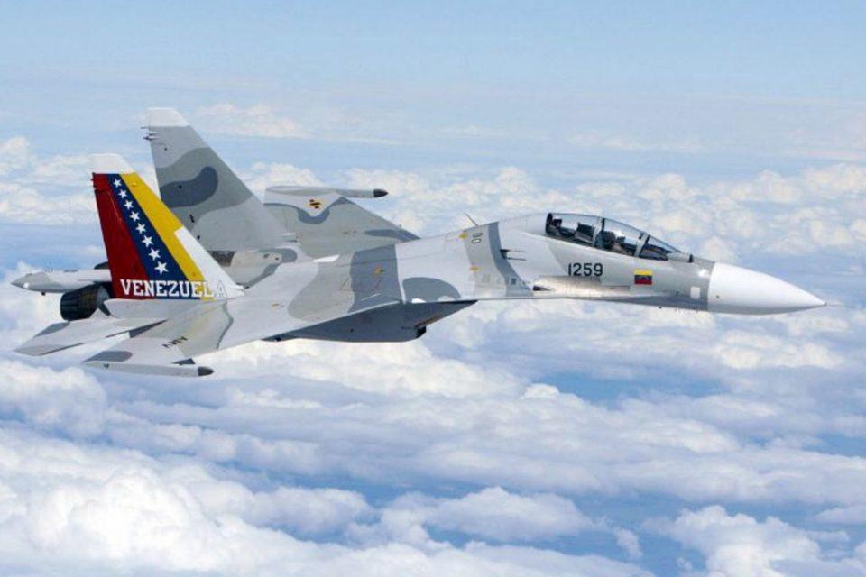42 pilotos rusos llegan a Venezuela: Maduro no confía en su Fuerza Aérea