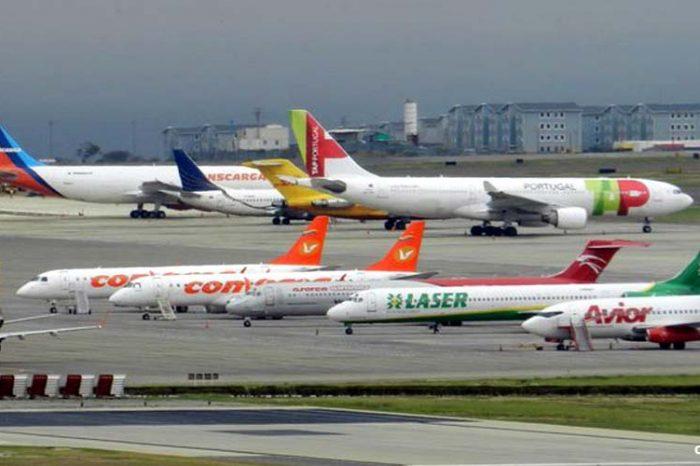 Aerolíneas venezolanas ajustan tarifas de vuelos ante un dólar cambiante