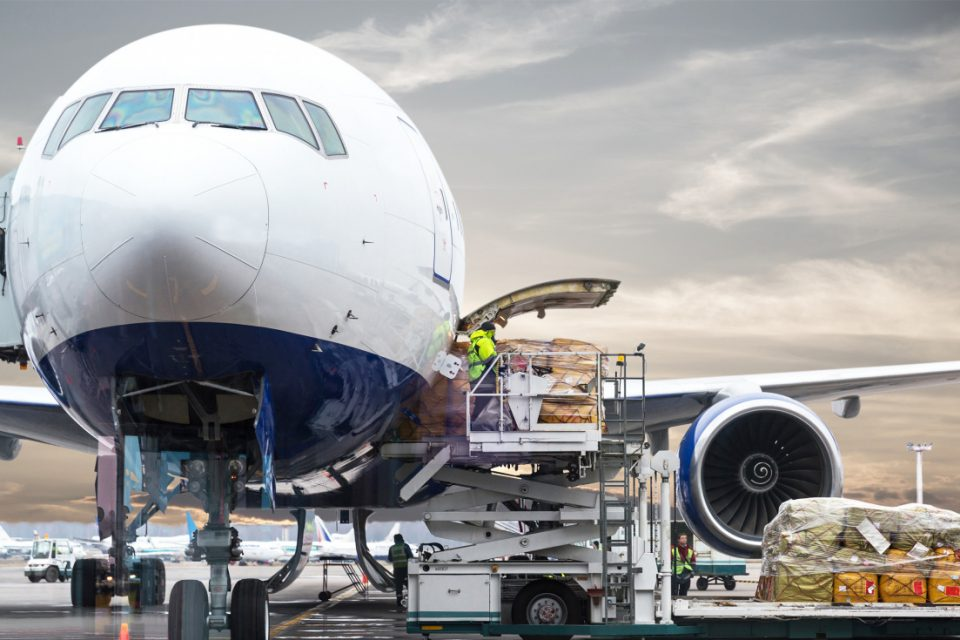 ¡Venezuela seguirá sin vuelos directos! Maduro debe 4 mil millones de dólares