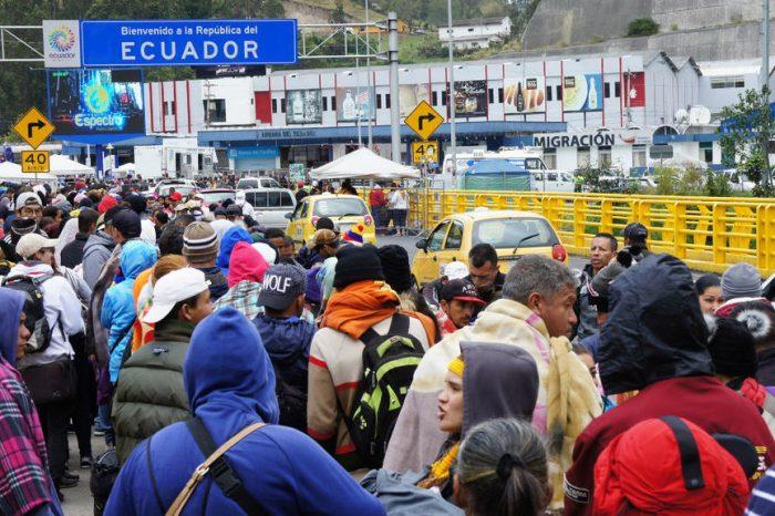 Ecuador habilita paso express para migrantes venezolanos con visas para terceros países