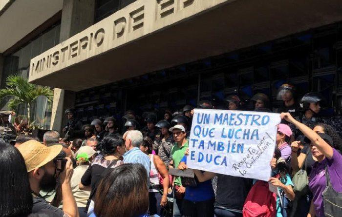 """Así arremete la GNB y PNB contra educadores: """"La ignorancia es la causa de todos los males"""""""