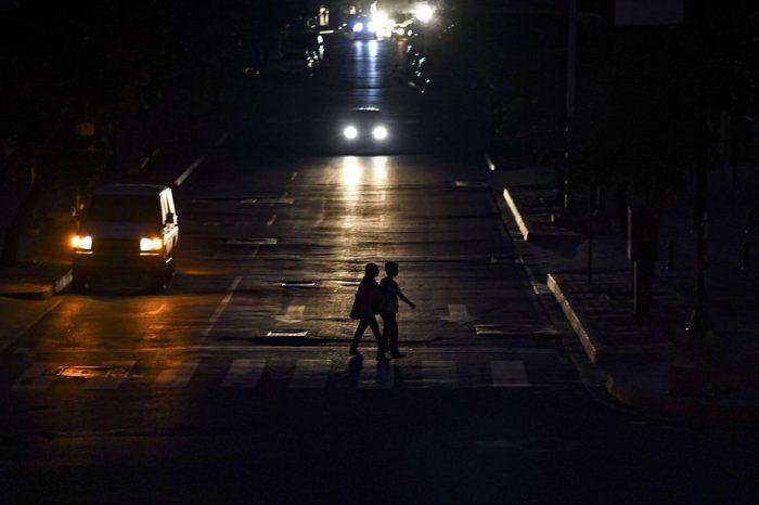 Aseguran que apagones son parte de la estrategia de censura de Maduro