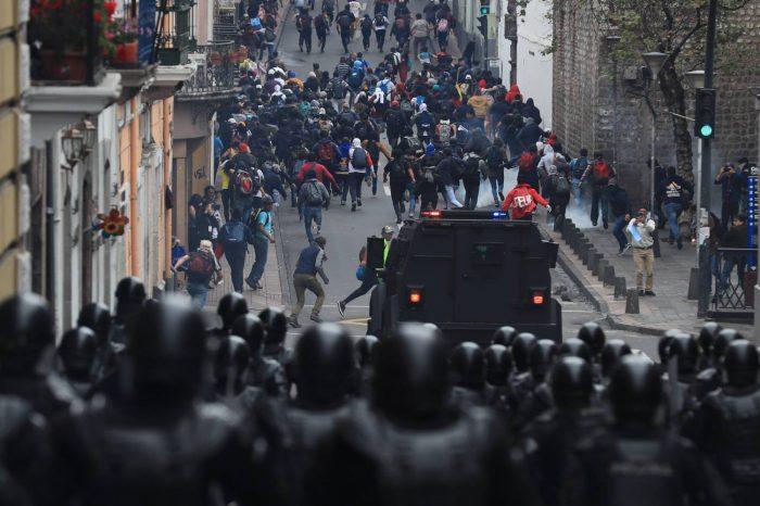 Migrantes en Ecuador confiesan que les pagan entre 40$ y 50$ por participar en protestas
