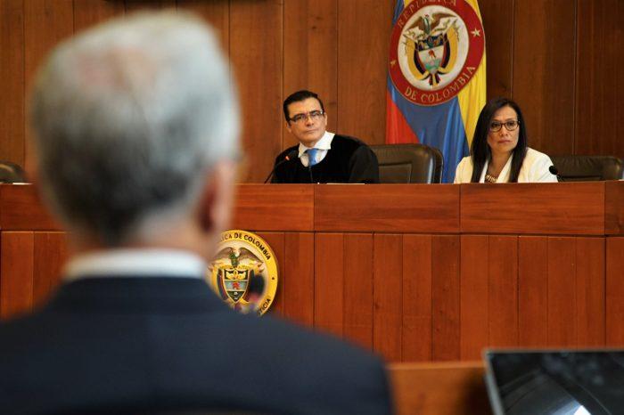 Vinculan a expresidente Uribe al proceso de investigación por fraude procesal y sobornos