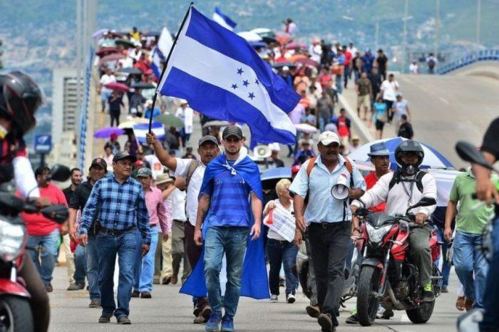 Hondureños exigen la renuncia del presidente Juan Orlando Hernández por nexos con el narcotráfico