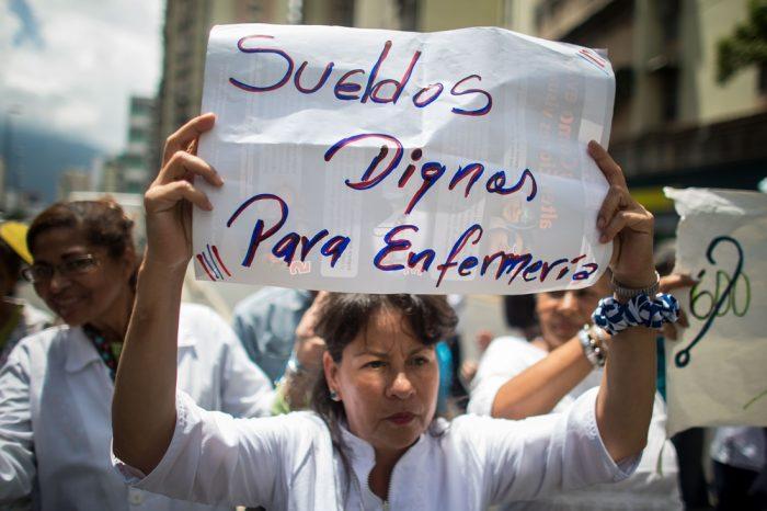 Maduro tiene una semana para proponer salarios dignos a enfermeras