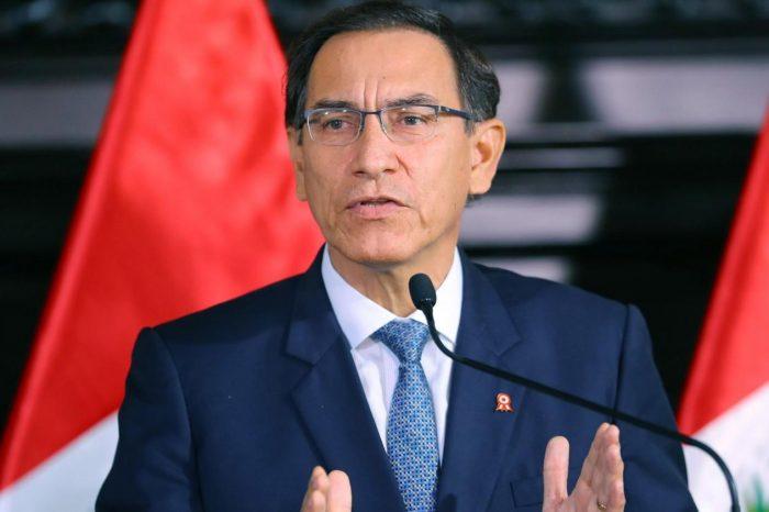 Perú en medio de dos poderes tras suspensión de Martín Vizcarra