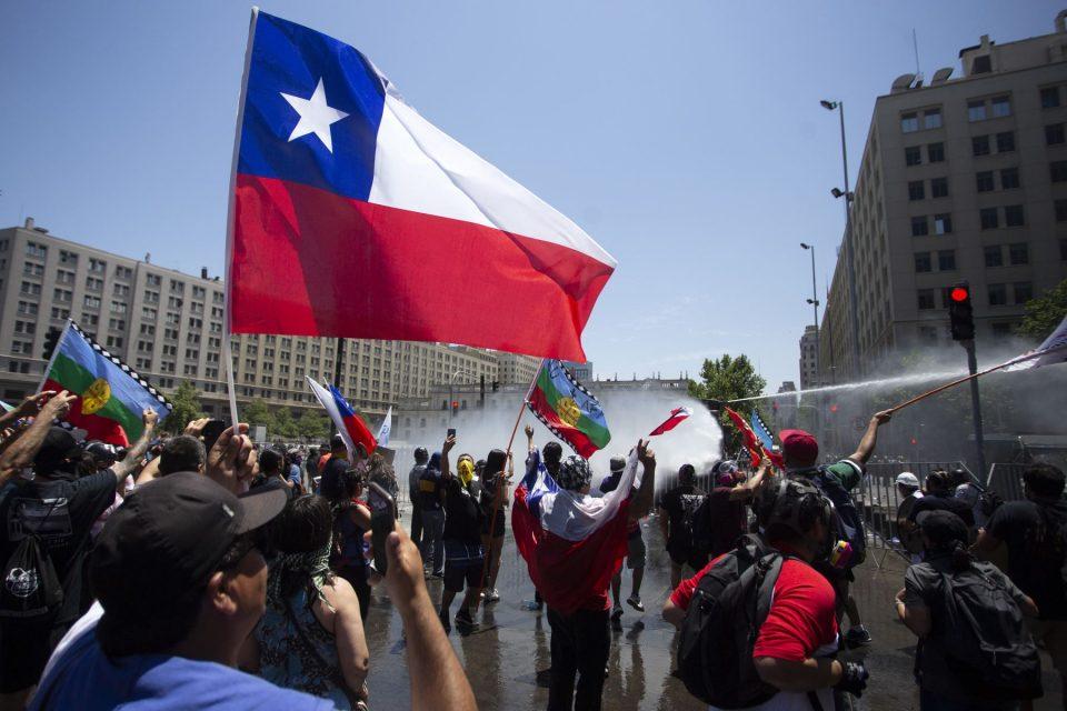 Nueve venezolanos son extraditados de Chile por participar en actos violentos