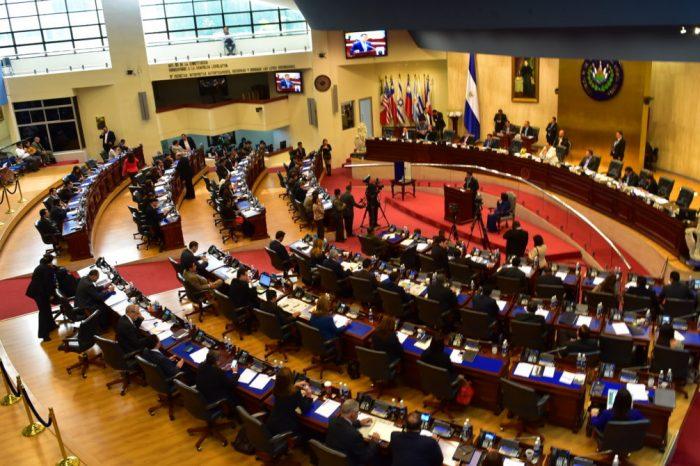 Parlamento de El Salvador respalda postura de Bukele con respecto a Maduro