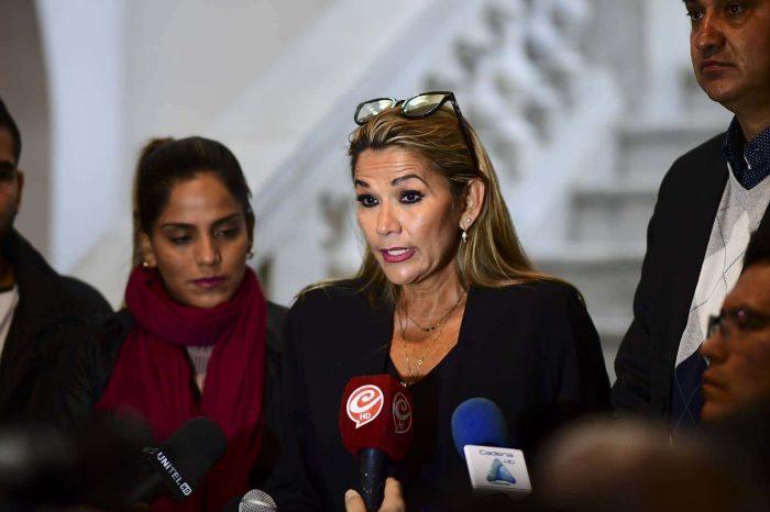 Jeanine Áñez cerró 53 emisoras que difundían mensajes de violencia