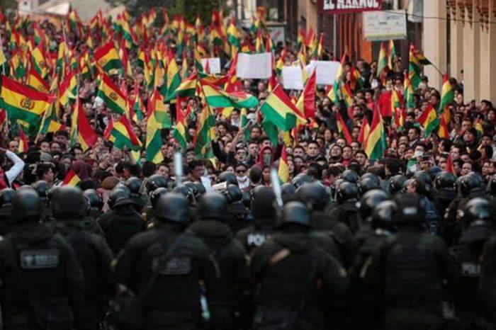Bolivia arde con tres días de protesta por elecciones fraudulentas