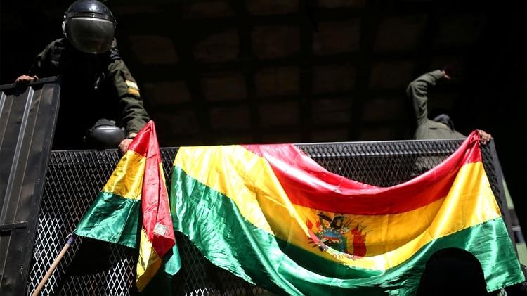 Incrementa la tensión en Bolivia: policías se revelan en contra de Evo Morales