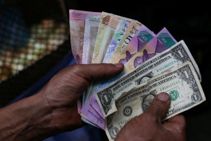 Dolarización | Encuesta revela que el 54% de todas las ventas en Venezuela son en dólares