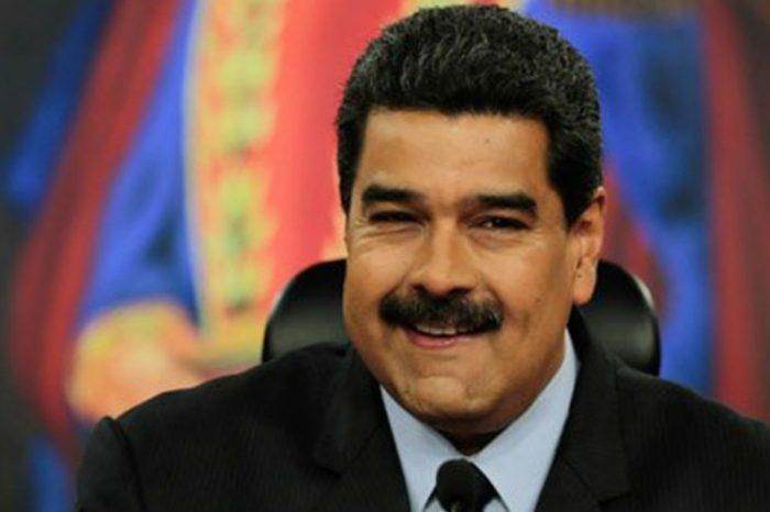 Maduro agradece a Dios la dolarización, pero dará mes de aguinaldo en petros