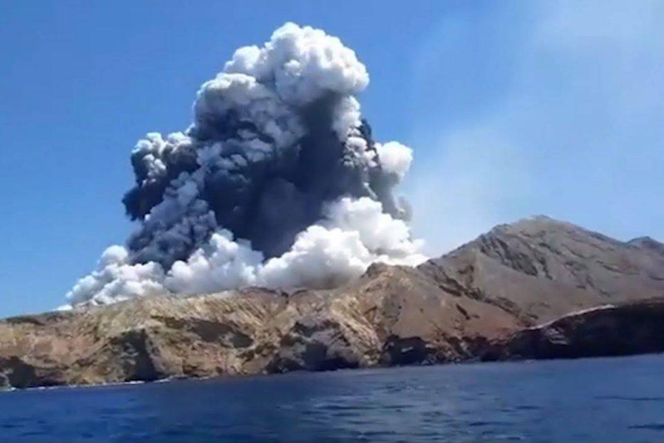 Erupción de volcán en Nueva Zelanda deja al menos cinco muerto y varios heridos