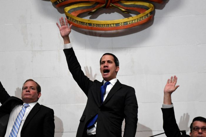 Ahora desde la AN: Guaidó es juramentado como presidente interino de Venezuela