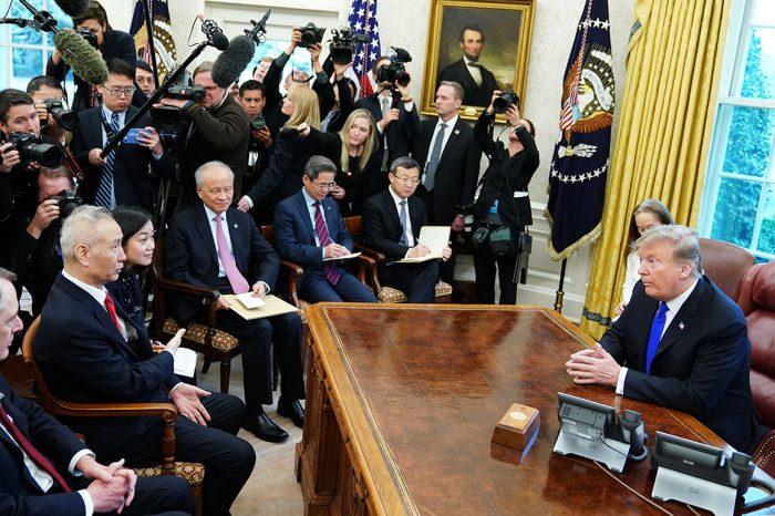 ¿Finaliza la guerra arancelaria? EEUU y China firman primera fase del acuerdo comercial