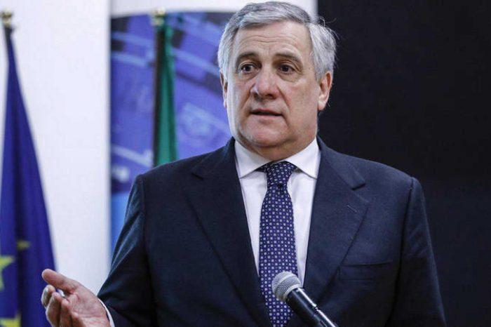 Tajani aplaudió ingreso de Guaidó y diputados al Parlamento venezolano