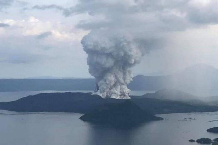 ¡Otro volcán en erupción! Más de 24 mil personas fueron evacuadas en Filipinas