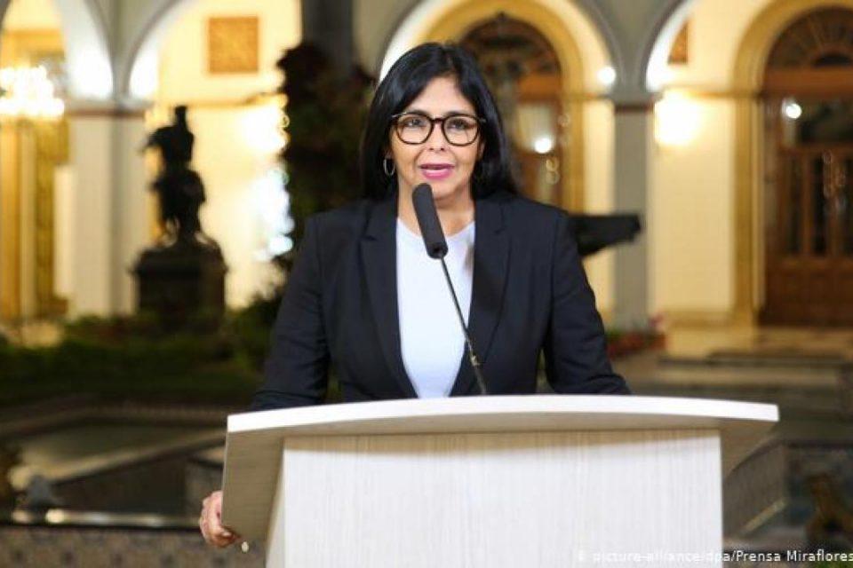 """Delcy Rodríguez se salió con la suya ante """"vista gorda"""" de la Comisión Europea"""