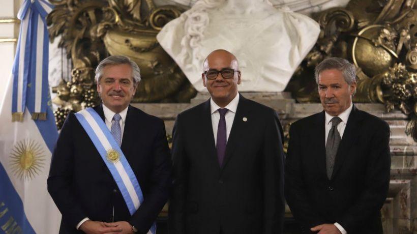 Jorge Rodríguez será investigado por viajar a Argentina