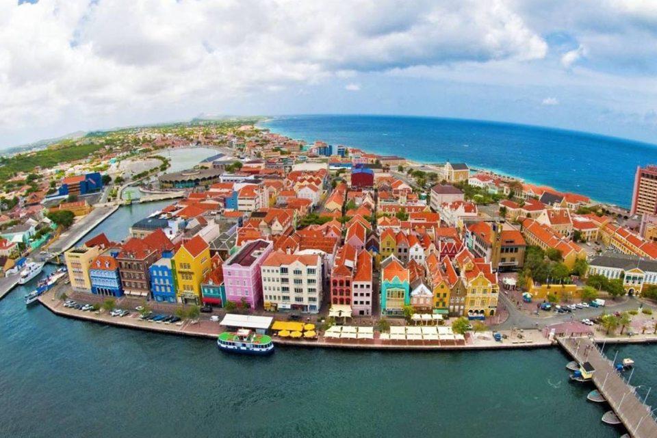 Más de 44,000 venezolanos viven en Aruba y Curazao