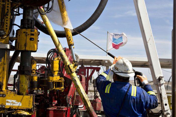 Chevron reporta pérdidas de $8,300 millones por impacto de pandemia y situación en Venezuela