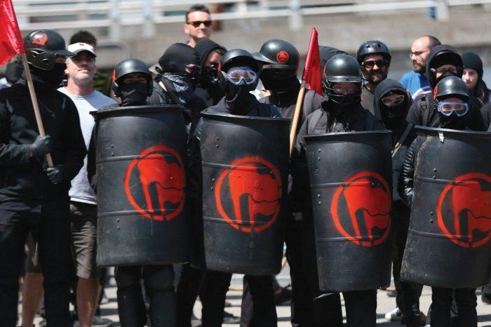 Análisis: Cómo la izquierda marxista perfeccionó el arte de crear el caos para destruir países