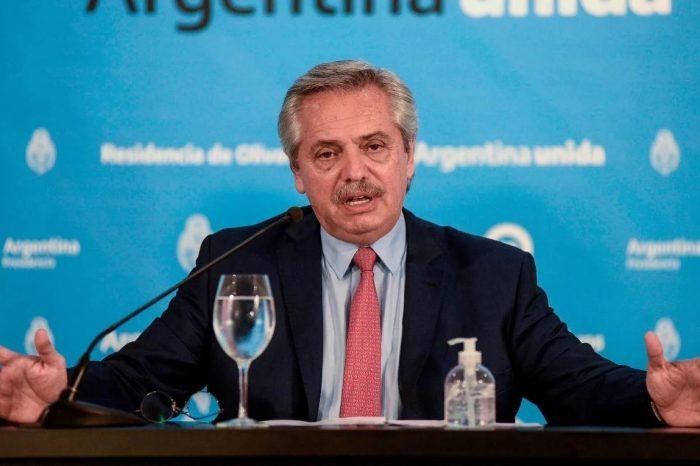 Presidente argentino dice que extraña a Chávez y azuza conflicto con Trump