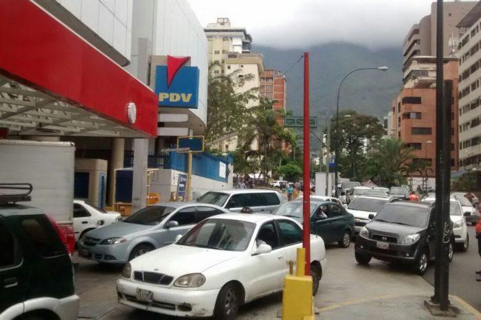 Maduro ordena ola de expropiaciones de estaciones de gasolina