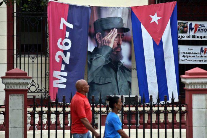 """Cuba anuncia que permitirá ventas en dólares en medio de situación económica """"excepcional"""""""