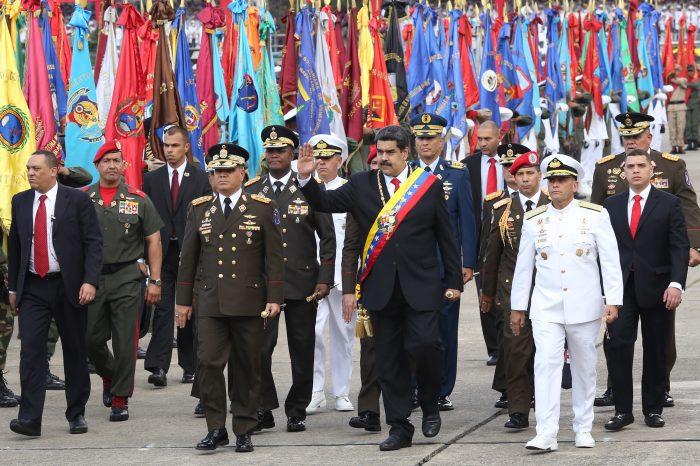 Maduro prepara comandos militares para campañas de guerra mediática