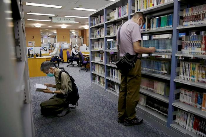 Así censura el comunismo chino los libros de bibliotecas y colegios de Hong Kong