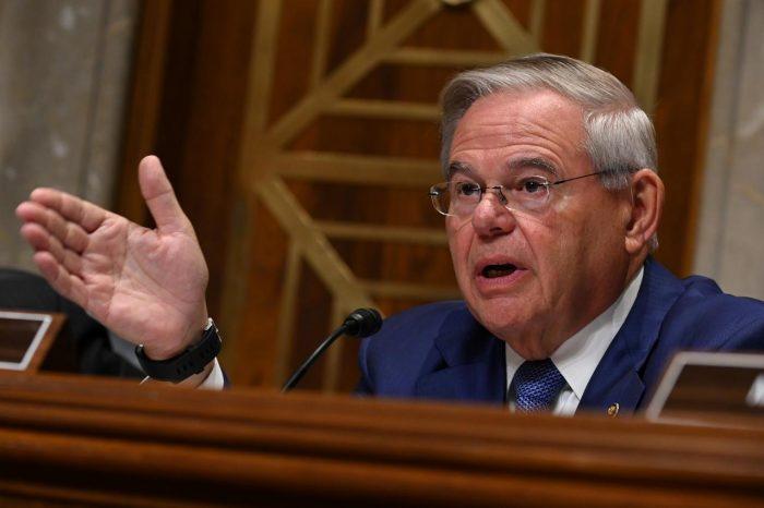 Más senadores presionan a Trump para aprobar el TPS para venezolanos