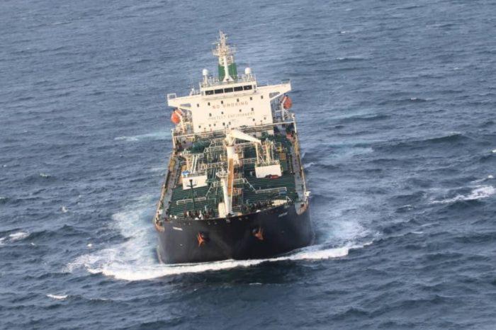 Cargueros siguen arriesgando todo por transportar petróleo a Nicolás Maduro